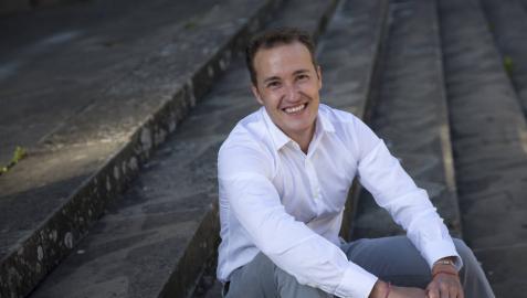 """Luis Campos Iturralde: """"El efecto positivo de la renta en la felicidad no es lineal ni infinito"""""""