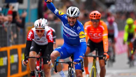 Alaphilippe gana la penúltima etapa y Adam Yates llega de líder a la crono final