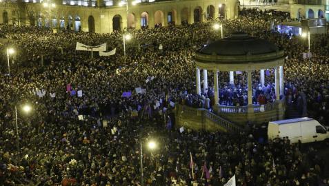 Una multitudinaria manifestación en Pamplona pone fin a la huelga feminista