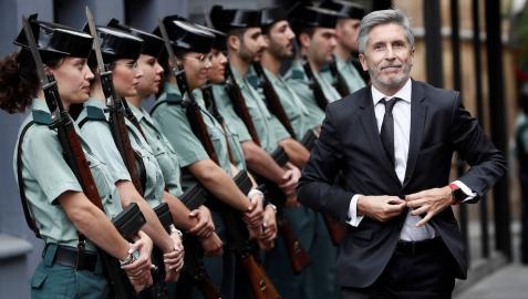 El ministro del Interior, Fernando Grande-Marlaska, a su llegada a los actos conmemorativos por el 30 aniversario del ingreso de la mujer en la Guardia Civil