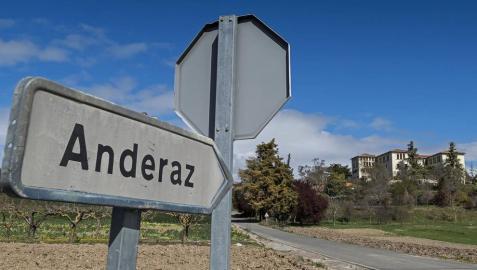 Andéraz, el colegio e internado de las madres escolapias, en suelo de Abárzuza y situado entre esta localidad y la de Arizala.