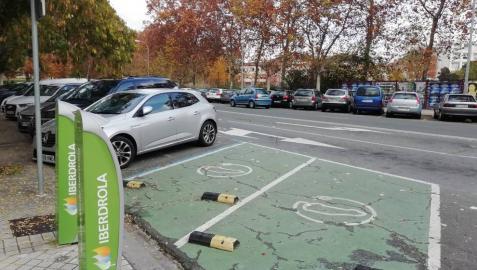 En España apenas hay 800 puntos de carga semirrápida (> 22 kW) frente a los 25.000 de Francia o Alemania