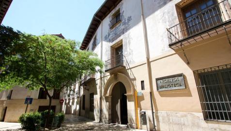 Colegio Abogados de Tudela dona al Archivo Municipal 1.600 libros de derecho