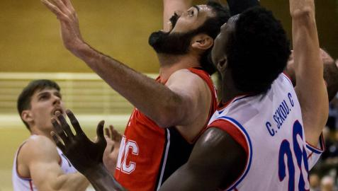 El líder eclipsa al Basket Navarra