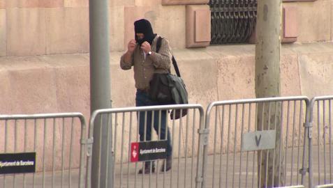 El exprofesor de Maristas, Joaquín Benítez, juzgado por abusos sexuales, a su entrada a los juzgados en Barcelona.