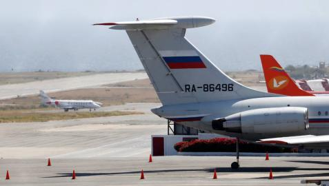 Un centenar de militares rusos llega por sorpresa a Caracas