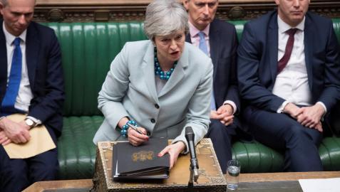 El Parlamento británico arrebata a May el control del Bréxit