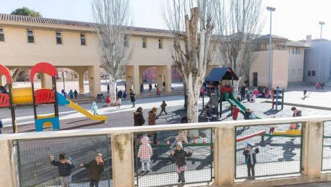 Imagen del patio de Infantil del colegio público Elvira España.
