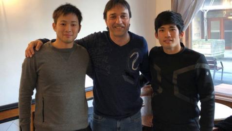 Dos jugadores japoneses de fútbol sala entrenan con Osasuna Magna