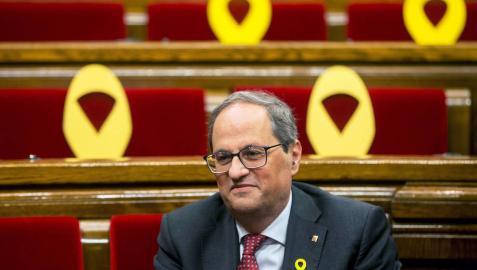 El síndic recomienda a Torra que retire los lazos durante el período electoral