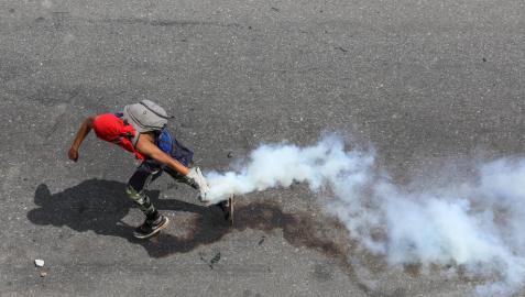 Al menos dos muertos, 130 heridos y más de 200 detenidos tras la última escalada de tensión en Venezuela