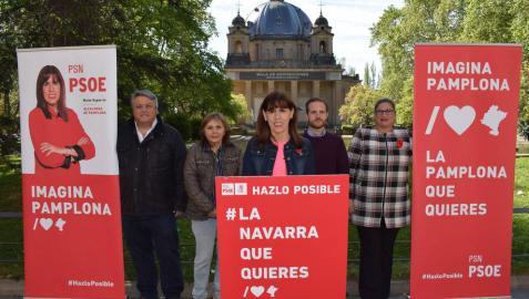 Esporrín, en un acto electoral del PSN ante el Monumento a los Caídos de Pamplona