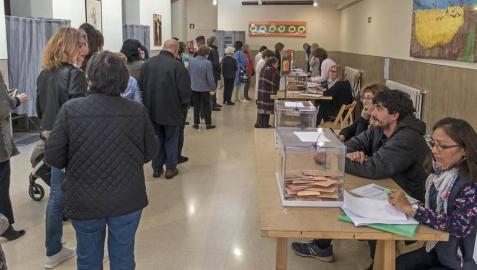 Colas para votar en Navarra en una jornada con una participación casi 6 puntos superior a la de 2016