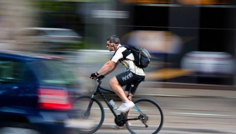 Diez ciclistas han sido denunciados en Pamplona por circular con auriculares