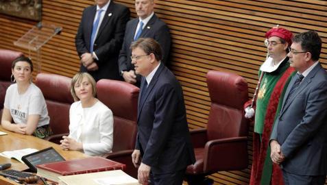 El socialista Ximo Puig promete el cargo de president de la Generalitat en el pleno de Les Corts Valencianes.