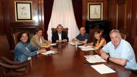 Primera reunión de la legislatura de la nueva Junta de Portavoces del Ayuntamiento de Pamplona con Enrique Maya como alcalde.