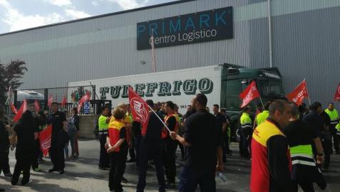 Huelga en el almacén de Primark que abastece a todas sus tiendas en España