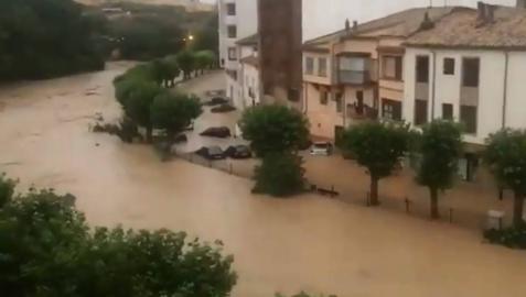 Las fuertes tormentas colapsan el tráfico en todas las entradas a Tafalla