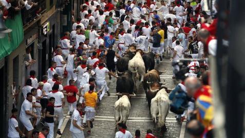 Imágenes del séptimo encierro de los Sanfermines 2019 protagonizado por toros de La Palmosilla.