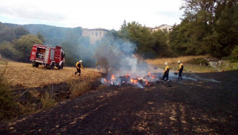Sofocados dos incendios en Ecala y Mañeru