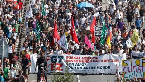 La manifestación contra el G7 une Hendaia e Irún sin registrar incidentes