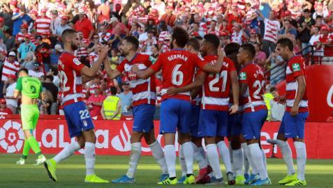 Los jugadores del Granada celebran el primer gol del equipo andaluz frente al Leganés.