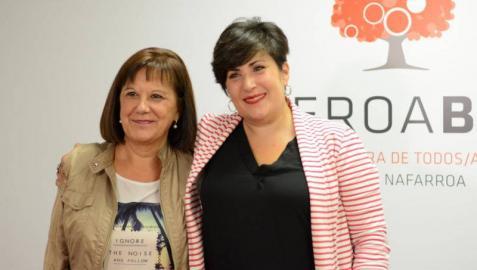 La candidata al Congreso de Geroa Bai, María Solana Arana, y al Senado a Esther Cremaes Mayorga.