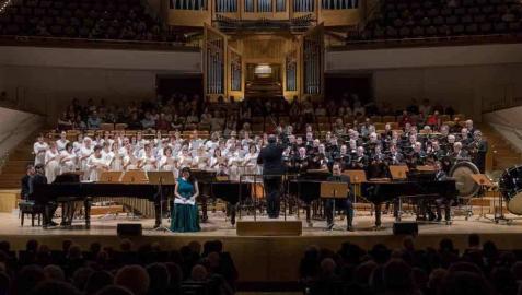 Ocho minutos de aplausos para el Orfeón Pamplonés en el Auditorio Nacional