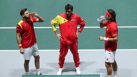España remonta de madrugada un duro estreno contra Rusia en la Davis