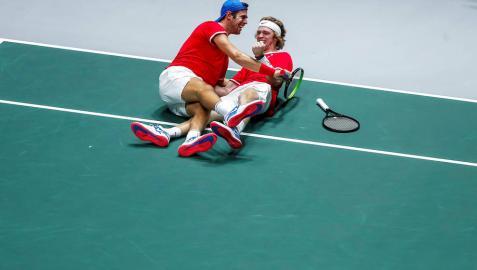 Rusia elimina a la Serbia de Djokovic y se medirá a Canadá en semifinales