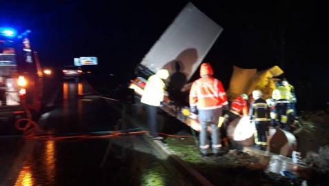 Un camionero, herido grave al salirse de la vía en la A-15, en Areso
