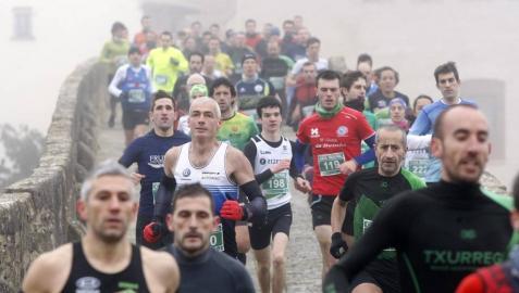 Galería de fotos de la carrera celebrada en Puente la Reina el Día de Reyes.