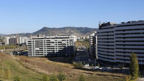 Vecinos piden que los pisos de la ripa de Erripagaña se repartan por el barrio