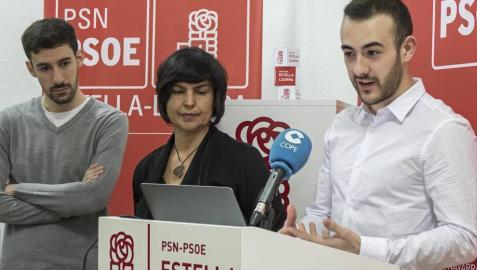 Jorge Crespo (derecha),  en una rueda de prensa de febrero de 2019, en la anterior legislatura, ante la mirada de sus compañeros Ibai Crespo y Magdalena Hernández, entonces candidatos a concejales.