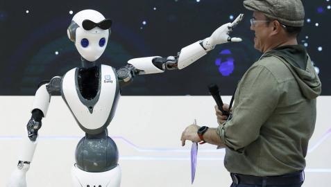 Llegan internet para alargar la vida y los robots que te cuidan
