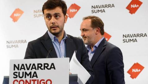 Gonzalo Fuentes, alcalde de Estella, junto a Esparza.