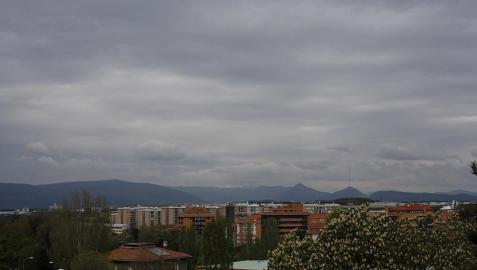 Máximas rondando los 15 grados, nubes y lluvias débiles este martes