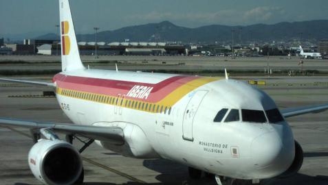 Avión de Iberia En El Prat, en Barcelona.
