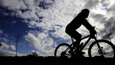 Herido un ciclista tras ser atropellado por un coche en Arre