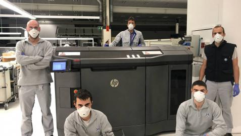 VW  Navarra entrega las 1.000 primeras pantallas protectoras hechas con su impresora 3D
