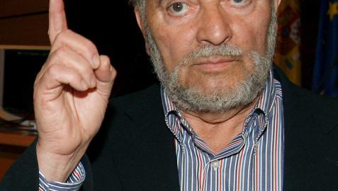 Julio Anguita, ingresado en el hospital de Salamanca por dolencias cardíacas