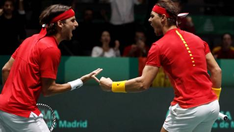 Rafa Nadal y Feliciano López, durante el partido de dobles en la semifinal de la Copa Davis frente a Gran Bretaña