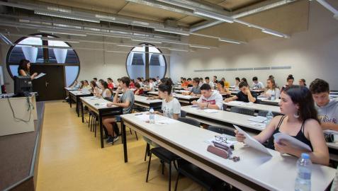 Alumnado, en las pruebas de la EVAU celebradas el año pasado.