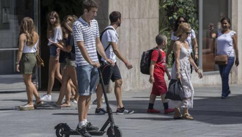 El patinete eléctrico, el nuevo medio de transporte de moda en Pamplona