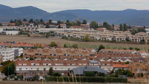 La demanda de unifamiliares y chalets ha aumentado tras el confinamiento. En la imagen, adosados y unifamiliares en Zizur Mayor.