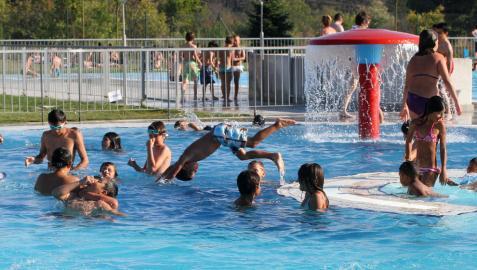 Las piscinas exteriores de Aranzadi y San Jorge abren sus puertas