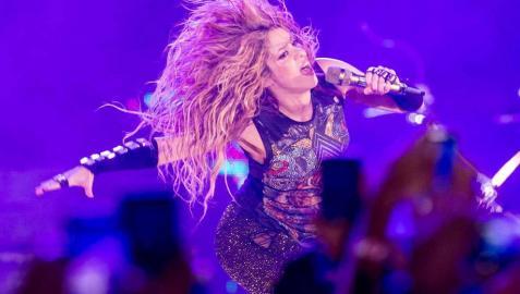 Barcelona se rinde ante Shakira al dedicarle una canción en catalán a su suegro