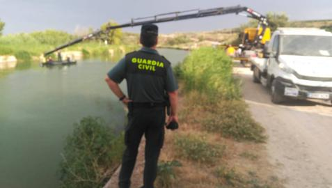 Sacan en Ribaforada un vehículo caído al Canal de Navarra