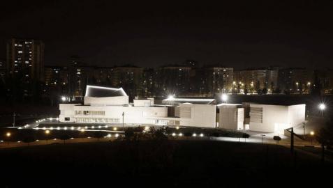 El arquitecto navarro, durante el recorrido de presentación del Museo Universidad de Navarra, una de sus últimas obras ya finalizada a la espera de su inauguración en enero del 2015.