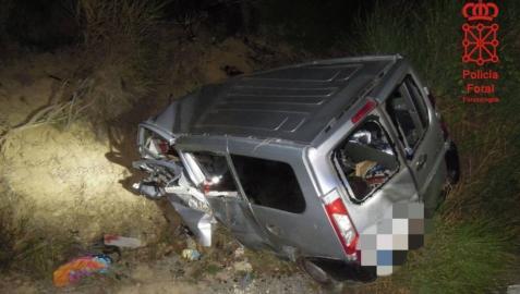 Estado del vehículo tras la salida de vía en la que ha fallecido un pamplonés de 37 años